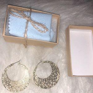 Jewelry - Gold intricate hoop earrings